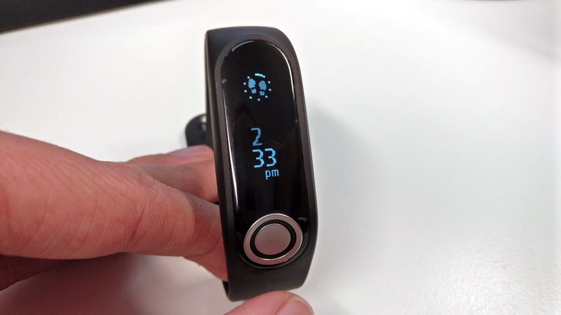 TomTom Touch is a bold wearable that doesn't quite fit